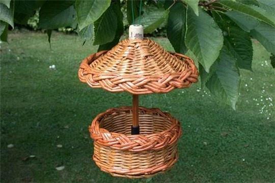 DIY Woven Paper Bird Feeder