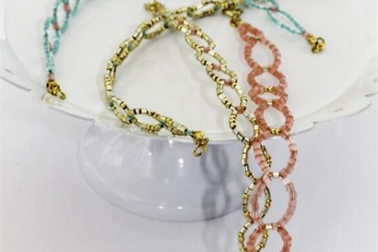 DIY seed bead circle bracelet