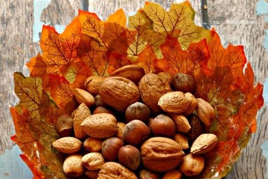 DIY Fall Leaves Bowls {Dollar Tree Craft}