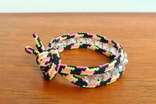 Diy: paracord and crystal bracelet