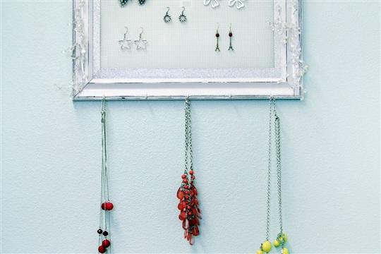 Shabby Chic Plastic Canvas DIY Jewelry Organizer