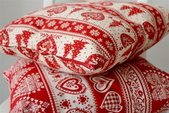 Made by Sara DIY zippered pillow covers for Christmas a tutorial