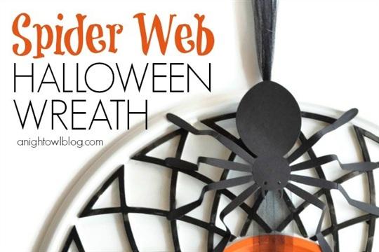 Spooky Spider Web Halloween Wreath + Halloween Hop