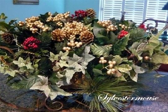 How to Make a Christmas Sleigh Centerpiece