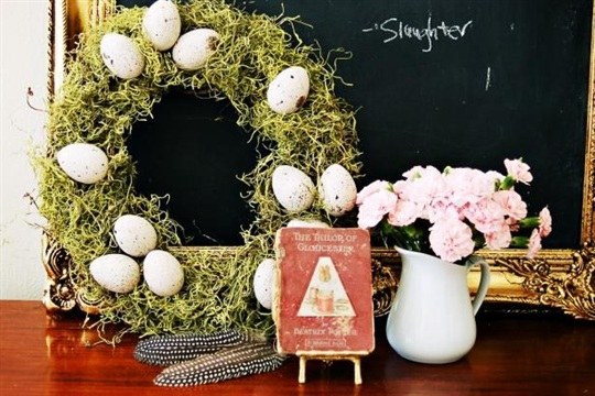 How to Make an Egg and Moss Wreath for Spring