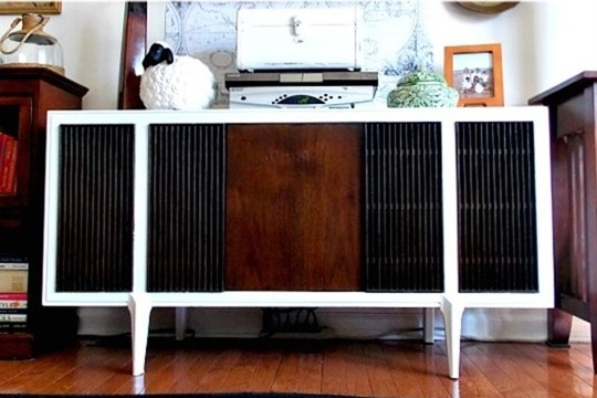MCM Record Player Makeover