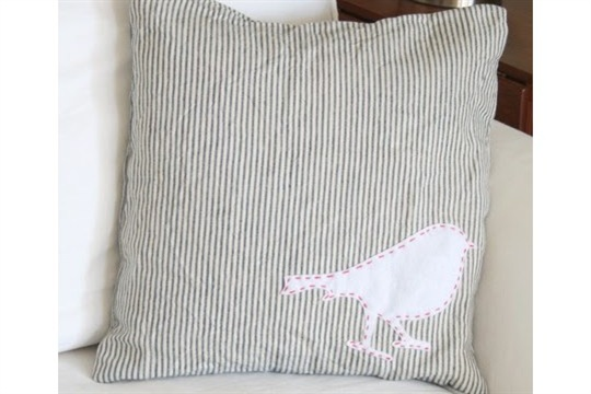 Appliqued Felt Bird Silhouette Pillow {31 Days Day 10}