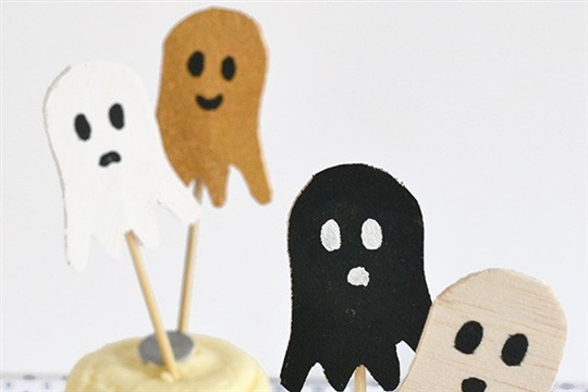 Make + party Ghost cake toppers