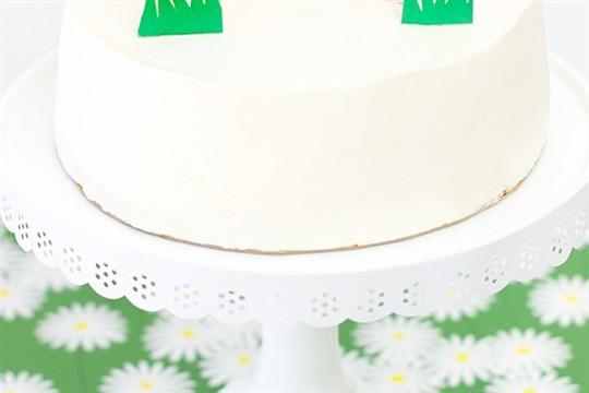 DIY Egg Hunt Cake Topper for Easter