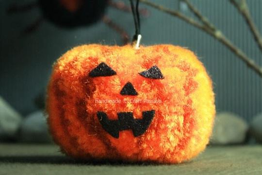 DIY Pom Pom Pumpkin