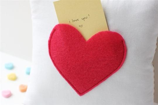 Secret pocket pillow tutorial