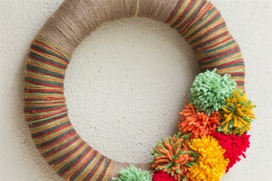 DIY Night Pom Pom Yarn Wreath