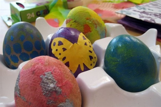 Make pretty decorated eggs for Easter