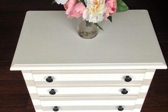 Guest Blog {DIY Bedside Cabinet} kraft&mint