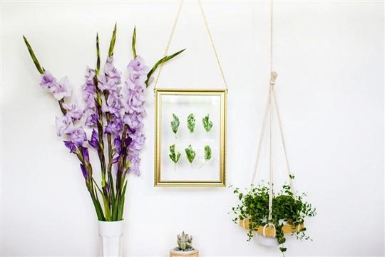 DIY Hanging Gold Frame Leaf Art