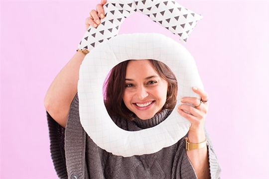 How to Make XOXO Pillows Your Couch Will Love All Year Long