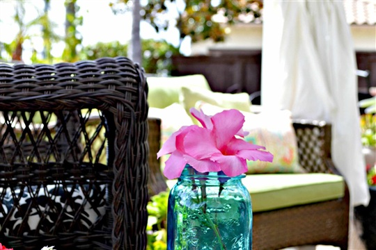 DIY How to turn a stool into a outdoor glass table